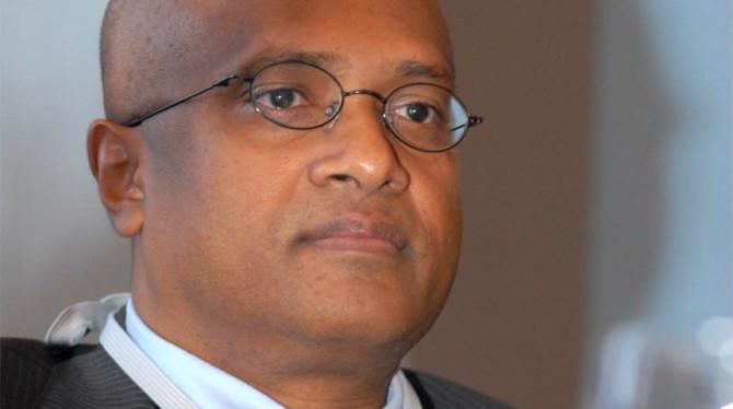 PROFESSOR RAMPERSAD BIEDT PRESIDENT BOUTERSE HULP AAN AANPAK MEGA CORRUPTIE