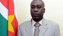 REACTIE VAN MINISTER DIKAN OP INGEZONDEN ARTIKEL VAN CURTIS HOFWIJKS