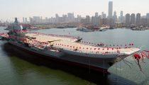 EERSTE DOOR CHINA ONTWIKKELDE VLIEGDEKSCHIP MAAKT TESTVAARTEN