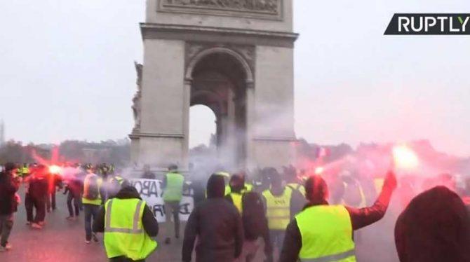 OPNIEUW DEMONSTRATIES IN PARIJS